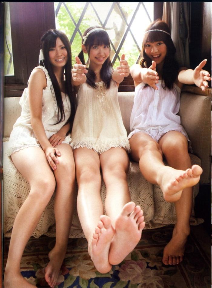 元気な女子達の健康的な脚(足)
