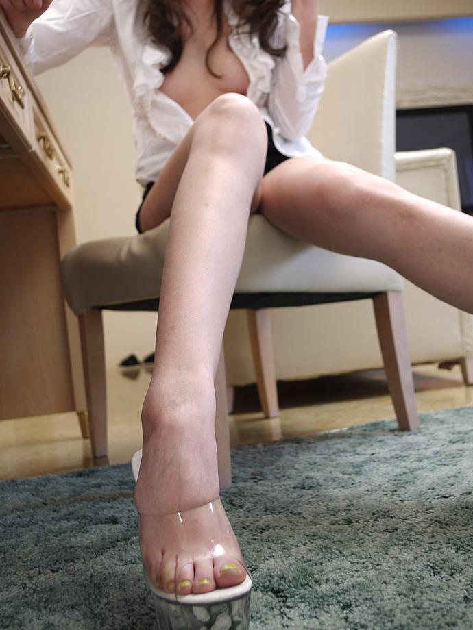 細い足首のスレンダーな女の誘惑