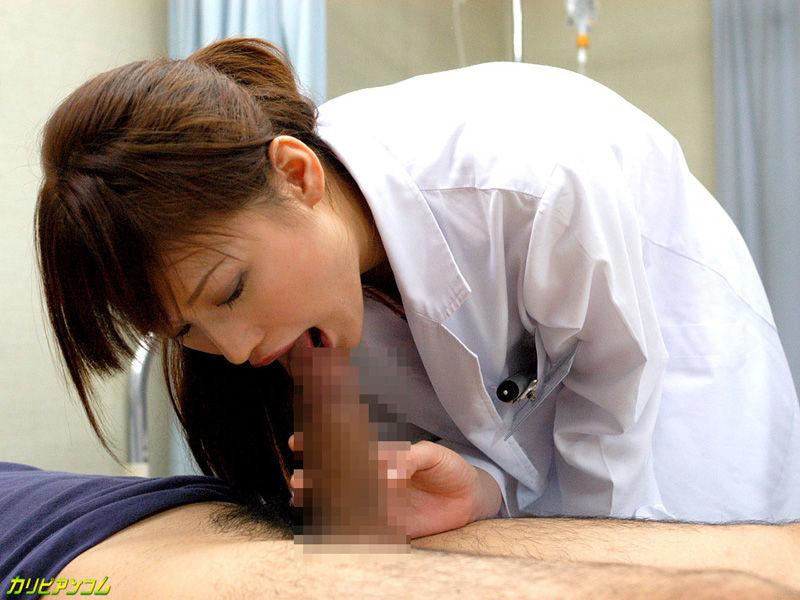女医さんのいやしくスケベなフェラ