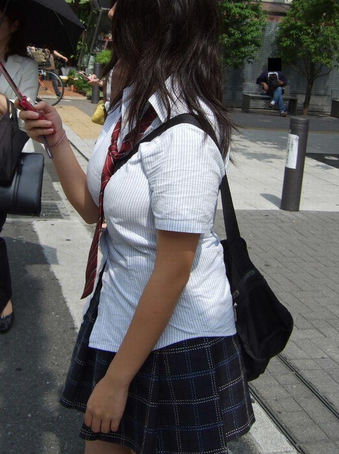 女子高生のおっぱい