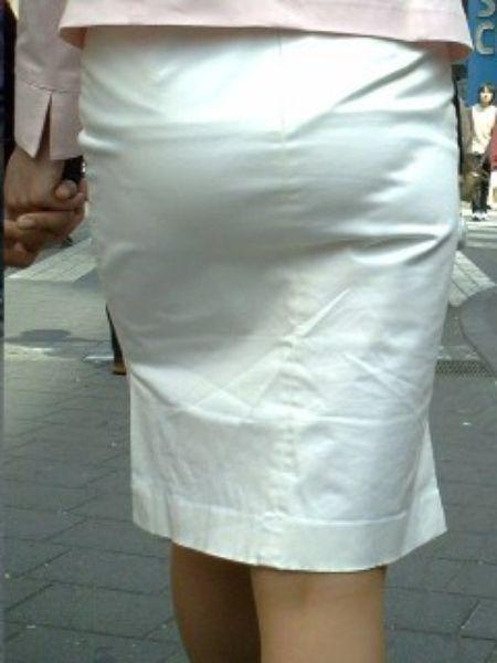 スカート越しのエロいお尻