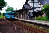 木津温泉駅に進入するKTR700形