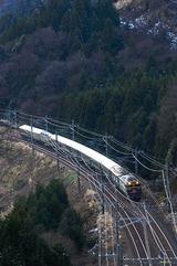 峰山トンネルに向かう「トワイライトエクスプレス」