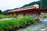 円山川橋梁を渡る183系