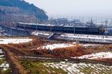 琵琶湖をバックに駆ける「トワイライトエクスプレス」