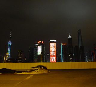 上海で過ごす大晦日の夜。ワイタンの西側。