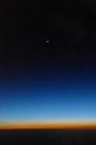 今年最後の「三日月」と「金星」の急接近写真!