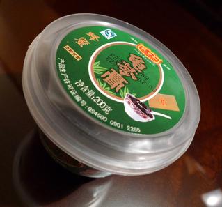 中国・上海のコンビニで買った亀苓膏(きれいこう)亀ゼリー