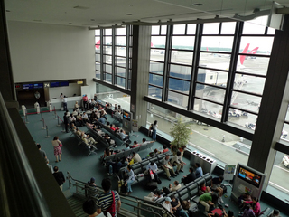 成田発上海浦東空港行きの日本航空873便