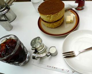 厚さ5センチはある鎌倉のイワタコーヒー店のホットケーキを食す!