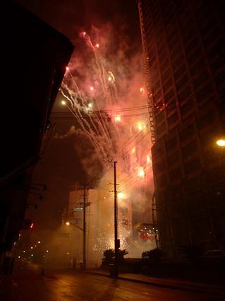上海で過ごす大晦日の夜。花火や爆竹