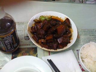 中国・上海 紅焼肉の有名店「茂隆餐庁」