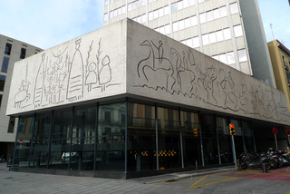 初めてのバルセロナ旅行--カタルーニャ建築協会のピカソの壁画