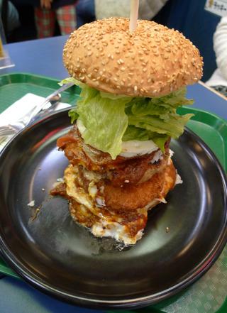 道南限定ラッキーピエロのハンバーガーを食す! @函館駅前店