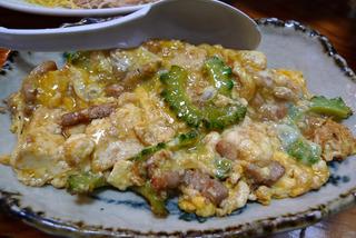 奄美名物の鶏飯(けいはん)などの島料理と、奄美のご当地グルメのお店「鳥しん(とりしん)」
