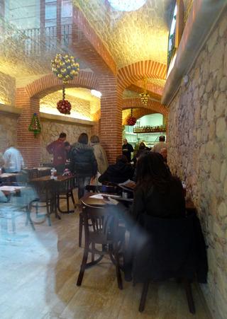初めてのバルセロナ旅行--サンタ・マリア・デル・マル教会近くのBAR RODRICO @バルセロナ