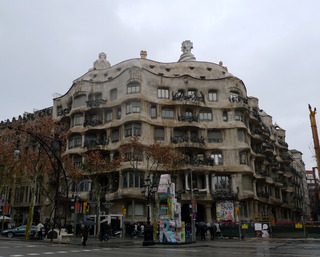 初めてのバルセロナ旅行--ガウディの カサ・バトリョ と カサ・ミラ