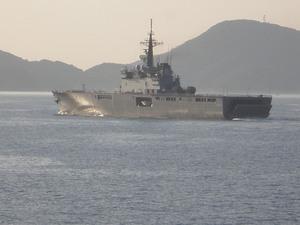 航行中の自衛隊の艦船