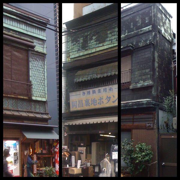 銅板葺きの看板建築
