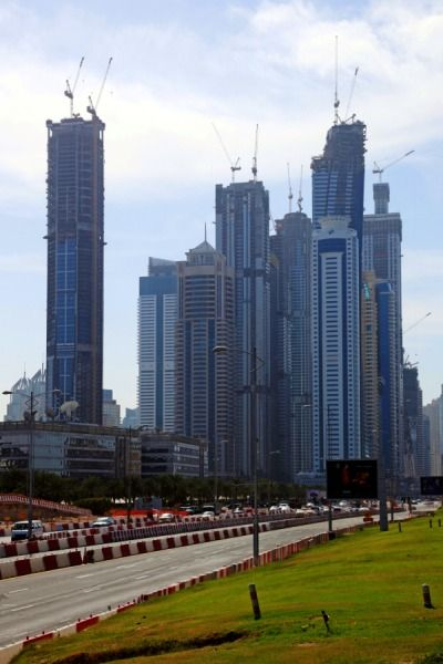 ドバイマリーナの超高層ビル群がそびえ建っています