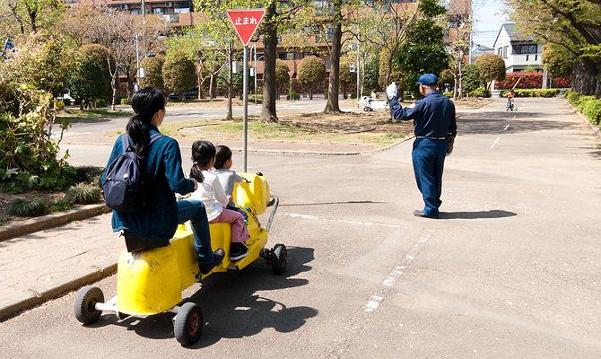 社会を生きる上で、交通に関する正しいルールや優しいマナーを知っておくことは必須です。