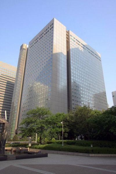 「新宿NSビル」(地上30階、高さ134m)