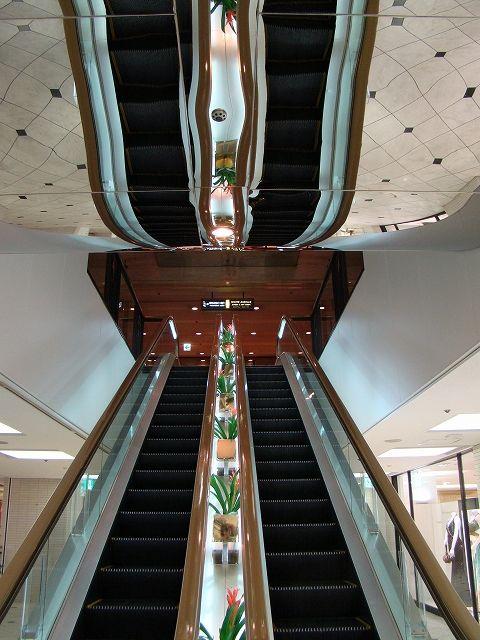 ホテル日航大阪。この完璧なるミラーとの共演。