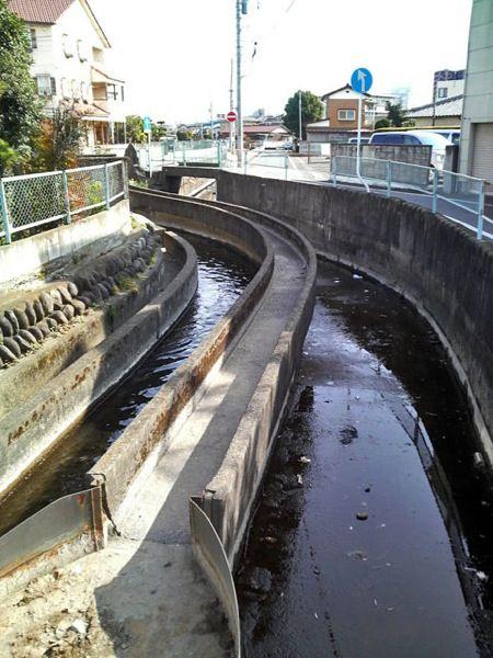 モノレールのような水路