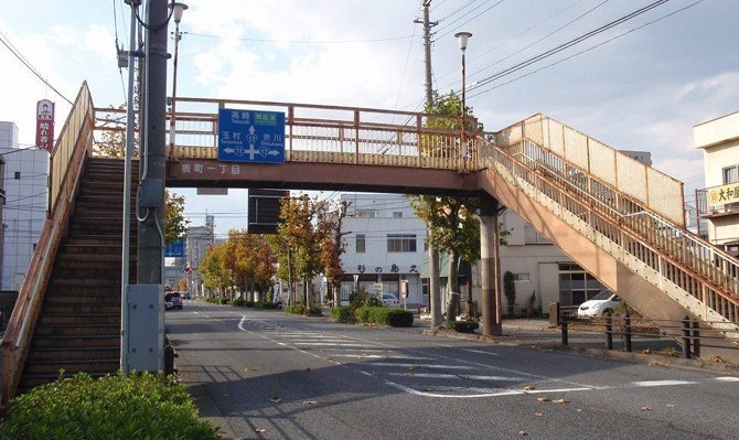 公共施設などを中心にネーミングライツが売りだされていますが歩道橋も対象にしている自治体があるんです