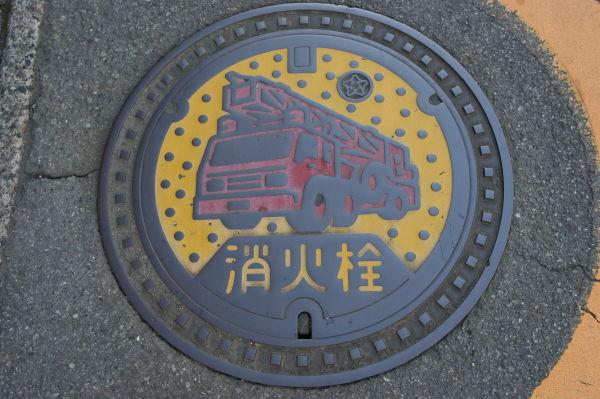 裾野市の消火栓の蓋(2010年9月撮影)