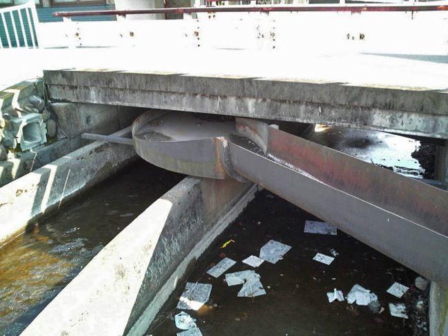 水路の立体交差