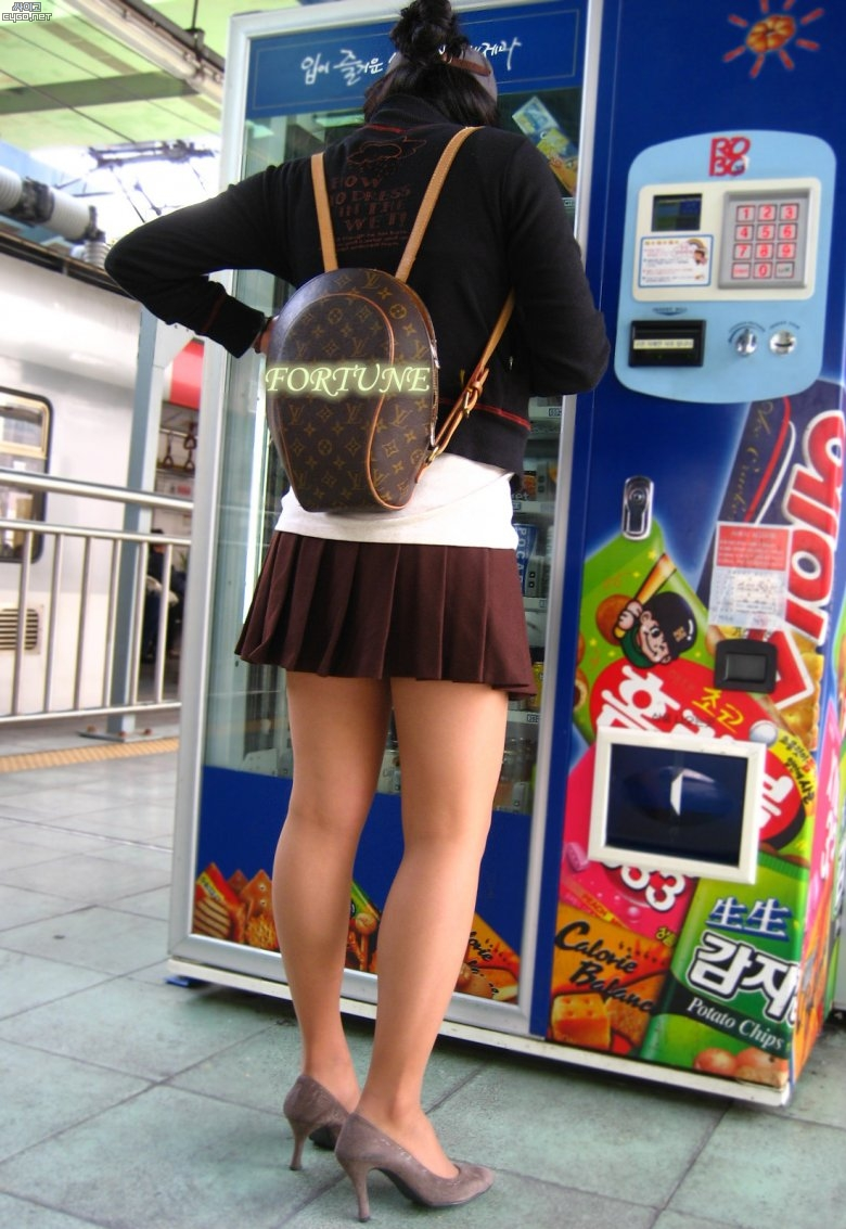 ★韓国ギャルのミニスカフェチYouTube動画>35本 ニコニコ動画>1本 ->画像>2000枚
