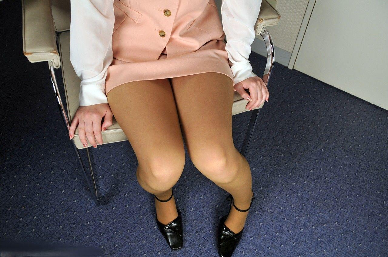 ミニスカOLの脚