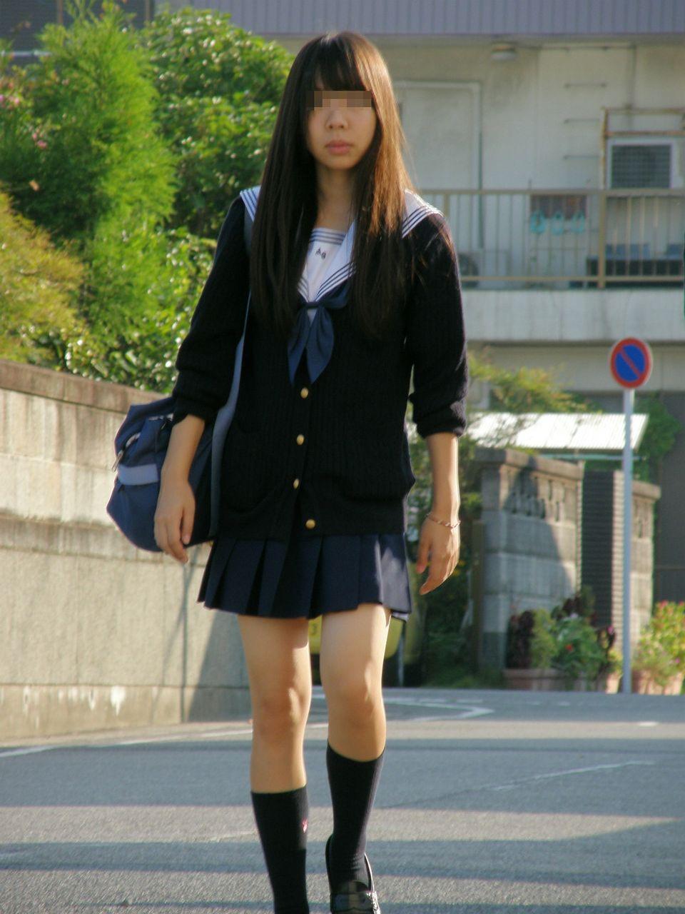 スレンダーな女子高生