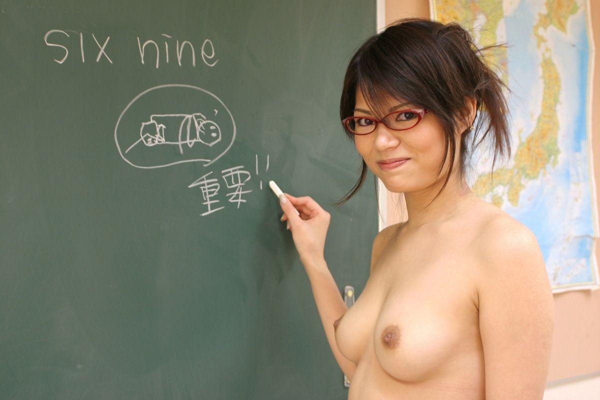 裸で授業してくれる先生