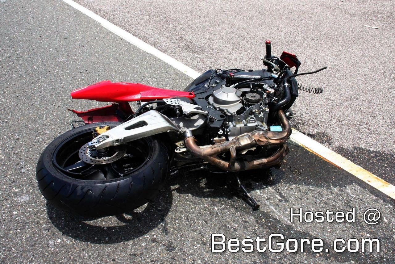 ttp://www.bestgore.com/wp-content/uploads/2011/09/motorcyclist-vs
