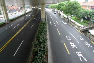 中国・上海 上海の道路も高機能アスファルト化?