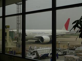 上海虹橋空港発の羽田空港行きの日本航空082便
