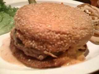 中国・上海 本格的なアメリカンハンバーガーが食べれるお色気グルメレストランHooters(フーターズ) @虹橋