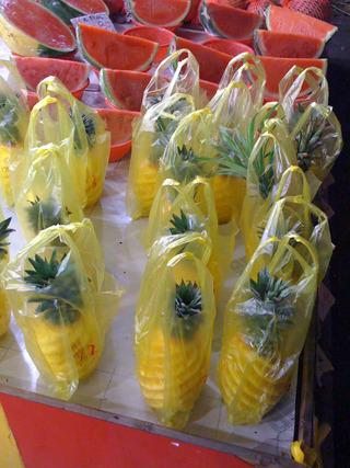 上海グルメツアー 上海で売られているパイナップル