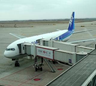 東京成田空港発、上海・浦東行きのANANH922便