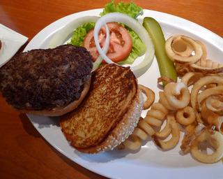 中国・上海 本格的なアメリカンハンバーガーが食べれるお色気レストランHooters(フーターズ) @虹橋