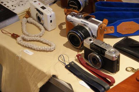本革はカメラケースの定番。さすがによく似合う。