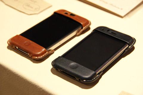 iPhoneのデザインをスポイルする事なく非常にスタイリッシュに仕上がっている。