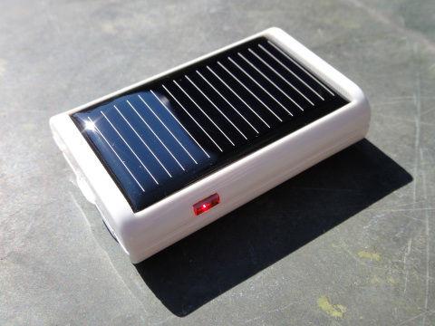 電源や充電用ケーブルなどが無くても充電が出来るのは非常に便利。