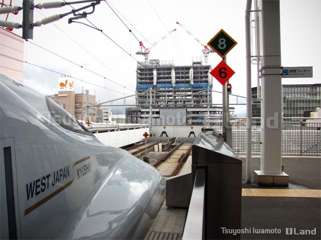 九州新幹線と鹿児島中央駅東口側